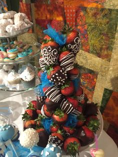 Chocolate dipped Strawberry tower, relatively easy to make for a pretty big wow factor! Strawberry Tree, Chocolate Dipped Strawberries, 4th Of July Wreath, White Chocolate, Deserts, Tower, Cakes, Fruit, Big