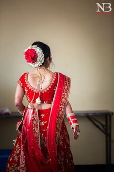 "Photo from NB Photography ""Wedding photography"" album Indian Wedding Hairstyles, Bride Hairstyles, Hairstyle Wedding, Bridal Hair Buns, Pakistani Bridal Dresses, Wedding Preparation, Floral Hair, Wedding Poses, Wedding Photography"