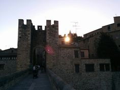 Atardecer en el Pont de Besalú en Besalú, Cataluña