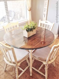 Chalk painted furniture ideas dining room tables chair makeover 41 New ideas Chalk Paint Kitchen, Chalk Paint Kitchen Table, Chalk Paint Dining Room Table, Dining Table, Painted Table, Painted Dining Table, Painted Dining Room Table, Table Makeover, Kitchen Paint
