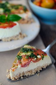 Cheesecake salata senza cottura ricetta veloce - Use homemade almond ricotta / dairy-free cream cheese. Add chopped chives, pickled onions, dill pickles, sun-dried tomatoes and olives to cream cheese. Wine Recipes, Cooking Recipes, Cooking Tips, Antipasto, Quiches, Creative Food, Food Inspiration, Italian Recipes, Love Food