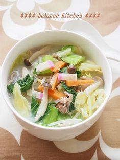 豆乳で作る 長崎ちゃんぽん風スープ by 河埜 玲子 / 麺の無い長崎ちゃんぽん!とっても簡単・時短で出来て、一品で栄養バランス満点。大人も子供も喜ぶスープです。 / Nadia