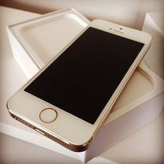 Loving the gold iPhone 5s ❤️ glad I bought one