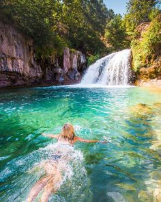 Waterfall hikes in Arizona. It's hard to find a place more beautiful in Arizona than Fossil Creek. It's one of our 21 favorite waterfall hikes here in the Grand Canyon state! Arizona Road Trip, Arizona Travel, Arizona Usa, Hiking In Arizona, Visit Arizona, Sedona Arizona, Lakes In Arizona, Tucson Hiking, Arizona Falls