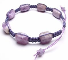 Free and easy tutorial for this macramé bracelet.