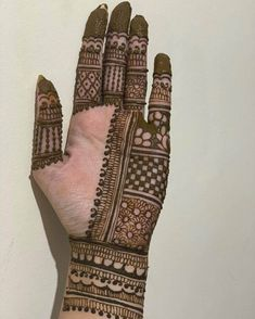50 Most beautiful Illinois Mehndi Design (Illinois Henna Design) that you can apply on your Beautiful Hands and Body in daily life. Modern Henna Designs, Indian Mehndi Designs, Back Hand Mehndi Designs, Latest Bridal Mehndi Designs, Stylish Mehndi Designs, Mehndi Designs Book, Mehndi Designs For Girls, Mehndi Designs For Beginners, Mehndi Design Photos