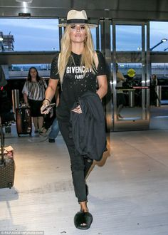 Fluffy! The 32-year-old reality star wore an all-black get up, which she topped…