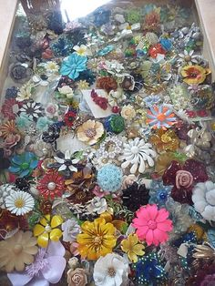 so many flower brooches!
