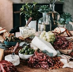 antipasto squares Cheese and grapes Cheese and grapes Cheese and grapes Cheese and grapes and wine Crudite, Antipasto Platter, Food Platters, Cheese Platters, Grapes And Cheese, Cheese Table, Grazing Tables, Cheese Party, Wedding Reception Food