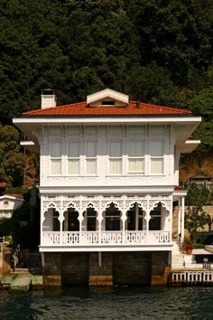 Yali (seaside mansion) - Bosphorus Istanbul. Turkey