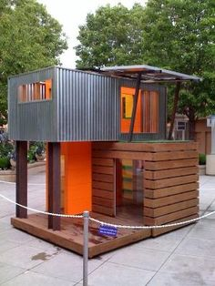 Modern playhouse plans 33 Simple and Modern Kids Tree House Designs Freshnist More Fun playhouse tree house for kids Build a special place for the Modern Playhouse, Build A Playhouse, Playhouse Outdoor, Pallet Playhouse, Playhouse Ideas, Simple Playhouse, Modern Tiny House, Tiny House Design, Cubby Houses