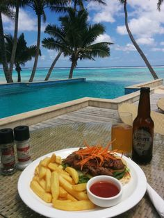 Poolside dining at Little Polynesian Resort in Titikaveka Beach - the best beach in Rarotonga