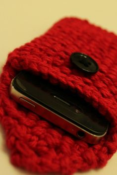 knit smart phone case/cozy in red