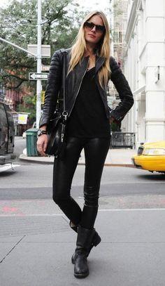 street-style-motorcycle-boots-all-black-look.jpg 400×690 pixels