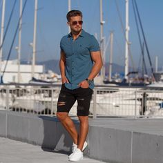Super cool casual outfit for men. Clubbing Outfits, Summer Outfits Men, Spring Outfits, Summer Ootd, Chic Outfits, Black Shorts Outfit, Casual Wear For Men, Mens Style Guide, Gentleman Style