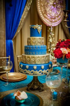 Gold wedding inspiration! Bold colours of the Mediterranean combined with Egyptian motifs.