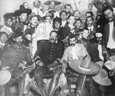 Pancho Villa (sulla sedia presidenziale) con Emiliano Zapata a Ciudad de Mexico #personaggi #storia #mexico