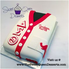 I want this cake! Sorority Life, Sorority Shirts, Sorority Sisters, What Is A Delta, Delta Symbol, Delta Sigma Theta Gifts, Divine Nine, Greek Gifts, Delta Girl