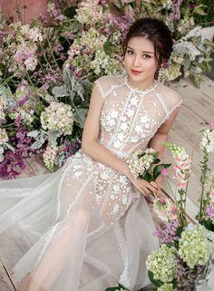 Pretty Beautiful Girl, Beautiful Asian Women, Beautiful Dresses, Black Wedding Dresses, Sexy Dresses, Sheer Clothing, Cute Beauty, Ao Dai, Asian Fashion