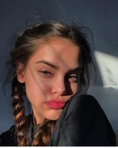 Uploaded by 𝐢𝐬𝐚𝐛𝐞𝐥𝐥𝐞. Find images and videos about girl, photography and hair on We Heart It - the app to get lost in what you love. Cute Selfie Ideas, Instagram Pose, Friends Instagram, Instagram Makeup, Instagram Girls, Instagram Models, Cute Poses, Selfie Poses, Insta Photo Ideas