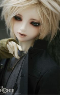 'Tei' is the boy bjd which have a serious and handsome face. It is one of the M-Line from CROBI DOLL which has released a lot of pretty boy and girl doll. Doll Shop, Pretty Dolls, Beautiful Dolls, Wool Dolls, Enchanted Doll, Blonde Boys, Kawaii Doll, Handsome Faces, Photos