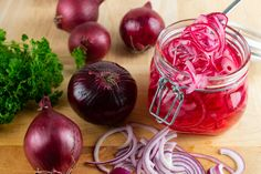 Quick Pickled Red Onions, Pickled Ginger, Pickled Carrots, Pickled Beets, Easy Broccoli Rabe Recipe, Homemade Potato Salads, Red Onion Recipes, Grilled Broccoli, Cucumber Canning