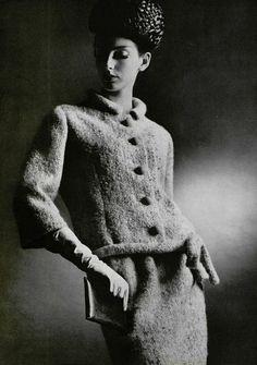 Nouveaux destins de l'élégance L'Officiel #493, 1963 Photographer: Philippe Pottier Balenciaga, Spring 1963