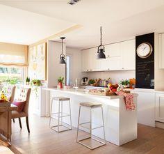 Design of kitchen area of square meters - Decor Around The World Family Kitchen, Kitchen Dinning, Kitchen Decor, Luxury Kitchens, Home Kitchens, Küchen Design, Kitchen Interior, Sweet Home, Restaurant