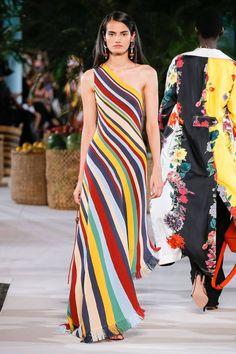 See all the Collection photos from Oscar De La Renta Spring/Summer 2020 Ready-To-Wear now on British Vogue Fashion 2020, Runway Fashion, Love Fashion, Fashion Design, Stripes Fashion, Fashion Prints, Beautiful Dresses, Nice Dresses, Beautiful Life