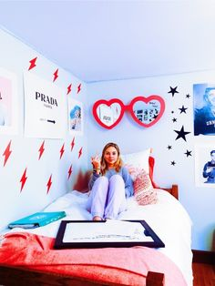 32 Cozy College Room Ideas for Girls - Bedroom Decor Ideas - Dorm Room İdeas My Room, Girl Room, Girls Bedroom, Bedroom Decor, Bedroom Ideas, Pop Art Bedroom, Hot Pink Bedrooms, Room Art, Decoracion Habitacion Ideas