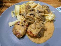 Pork fillet with mushroom cream sauce - Kochen - Beef Pork Recipes, Cooking Recipes, Mushroom Cream Sauces, Pork Fillet, Food Blogs, Stuffed Mushrooms, Brunch, Easy Meals, Food And Drink