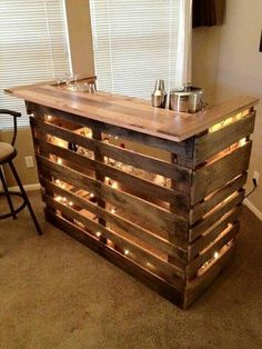 Recycled Bar from 2 old pallets. Recycled Bar from 2 old pallets. Bar Pallet, Pallet Wine, Pallet Tables, Pallet Beds, Man Cave Pallet Ideas, Pallet Ideas For Bedroom, Tiny Man Cave Ideas, Pallet Bar Plans, Pallet Bar Stools
