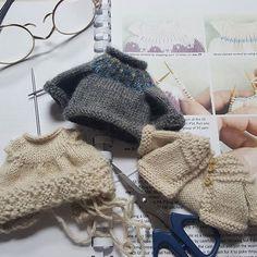 아직 주인없는 이쁜 옷들... Lovely dress, sweater, kardigan with no one to wear.... . . #cutty #clothes #doll #dollstagram #dress #kardigan #sweater #인형 #인형들이 입을옷♡