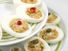 Deviled eggs w tuna Seafood Recipes, Diet Recipes, Cooking Recipes, Deviled Eggs, Tuna, Appetizers, Mexican, Tasty, Ethnic Recipes