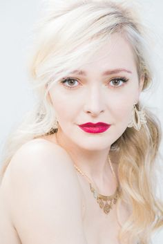 Bold beauty: http://www.stylemepretty.com/2015/06/05/bridal-bold-lip-tutorial/ | Photography: Aliza Rae - http://www.alizaraephotography.com/