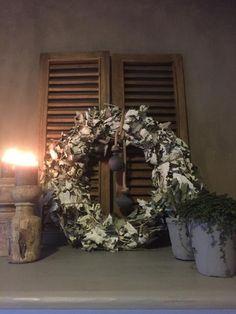 Landelijke robuuste krans Hoffz Christmas Wreaths, Louvre, Holiday Decor, Farmhouse, Van, Decoration, Blog, Home Decor, Life