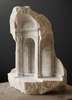 Des intérieurs miniatures dans des blocs de pierre sculpture architecture marbre 06 574x800