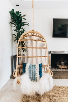These Bohemian decor ideas are Do you love Bohemian home decor accessories but don't know where to begin when designing your own place? Take a peak at my top design inspiration picks! Cheap Home Decor, Diy Home Decor, Home Decor Items, Shabby Chic Zimmer, Boho Bedroom Decor, Bedroom Ideas, Bohemian Room Decor, Bohemian Decorating, Bohemian Interior
