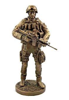 Escultura De Soldado En Guardia De 32 Cm En Acabado Bronce - $ 899.00