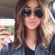 Image from http://stylesweekly.com/wp-content/uploads/2015/11/Chic-medium-ombre-wavy-bob-hairstyle-for-thick-hair.jpg.
