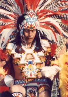www.villsethnoatlas.wordpress.com (Aztekowie, Aztecs) Aztec Dancer.JPG (150289 bytes)