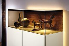 #livingroom #huelsta #hülsta #laquer #glasscabinet #ambientelighting  #lighting #furniture #elegant #interiordesign