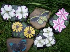 Featured Local Artist : The Stone Pansy (Lisa Bourque) Pebble Painting, Pebble Art, Stone Painting, Rock Painting, Painted Pavers, Painted Stones, Sea Glass Mosaic, Rock Flowers, Beautiful Rocks