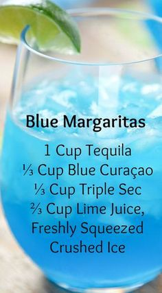 Margaritas Blue Margaritas ~ Incredibly refreshing and SO easy.They only require 4 ingredients, and no blender/cocktail shaker!Blue Margaritas ~ Incredibly refreshing and SO easy.They only require 4 ingredients, and no blender/cocktail shaker! Blue Margarita, Margarita Punch, Margarita Party, Margarita Cocktail, Mojito, Liquor Drinks, Cocktail Drinks, Cocktail Shaker, Blue Cocktails