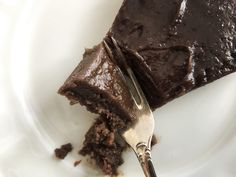 Brownie cake with dates that will make you want to throw away all other chocolate recipes – Food Pharmacy Raw Food Recipes, Gourmet Recipes, Cake Recipes, Dessert Recipes, Healthy Recipes, Healthy Cookies, Healthy Treats, Healthy Baking, Amazing Chocolate Cake Recipe