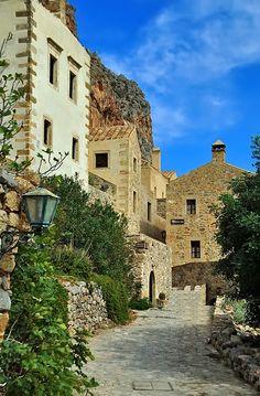(via Streets Of Monemvasia, a photo from Lakonia, Peloponnesus   TrekEarth)  Monemvasia, Greece