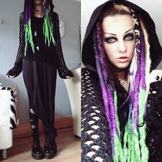 Today's outfit, ready to face the rain!! Stupid storm. Synthetic dreads by @elasdreads ! #ootd #gothgoth #aliengoth #stregafashion #syntheticdreads #docmartens