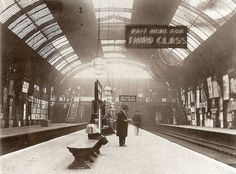High Street Kensington in A sign reads 'Wait Here For Third Class' Victorian London, Victorian Life, Vintage London, London Underground, Underground Tube, Old London, London Transport Museum, London History, London Photography