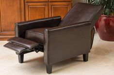 You acknowledged the fact that leather club chairs are really comfortable. These offer an excellent level of relaxation even when your body is highly tired. Brown Leather Chairs, Leather Club Chairs, Modern Recliner, Leather Recliner Chair, Types Of Rooms, Seat Cushions, Accent Chairs, Upholstery, Interior Decorating