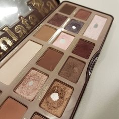 Chocolate bar by Too faced. No te termines nunca  . . . #toofaced #chocolatebar #makeup #eyeshadow #eyeshadowpalette #maquillaje #empties #projectpan #projectpan2016 #hitpan #panthatpalette #aufgebraucht #projectpancommunity #beauty #beautyblogger